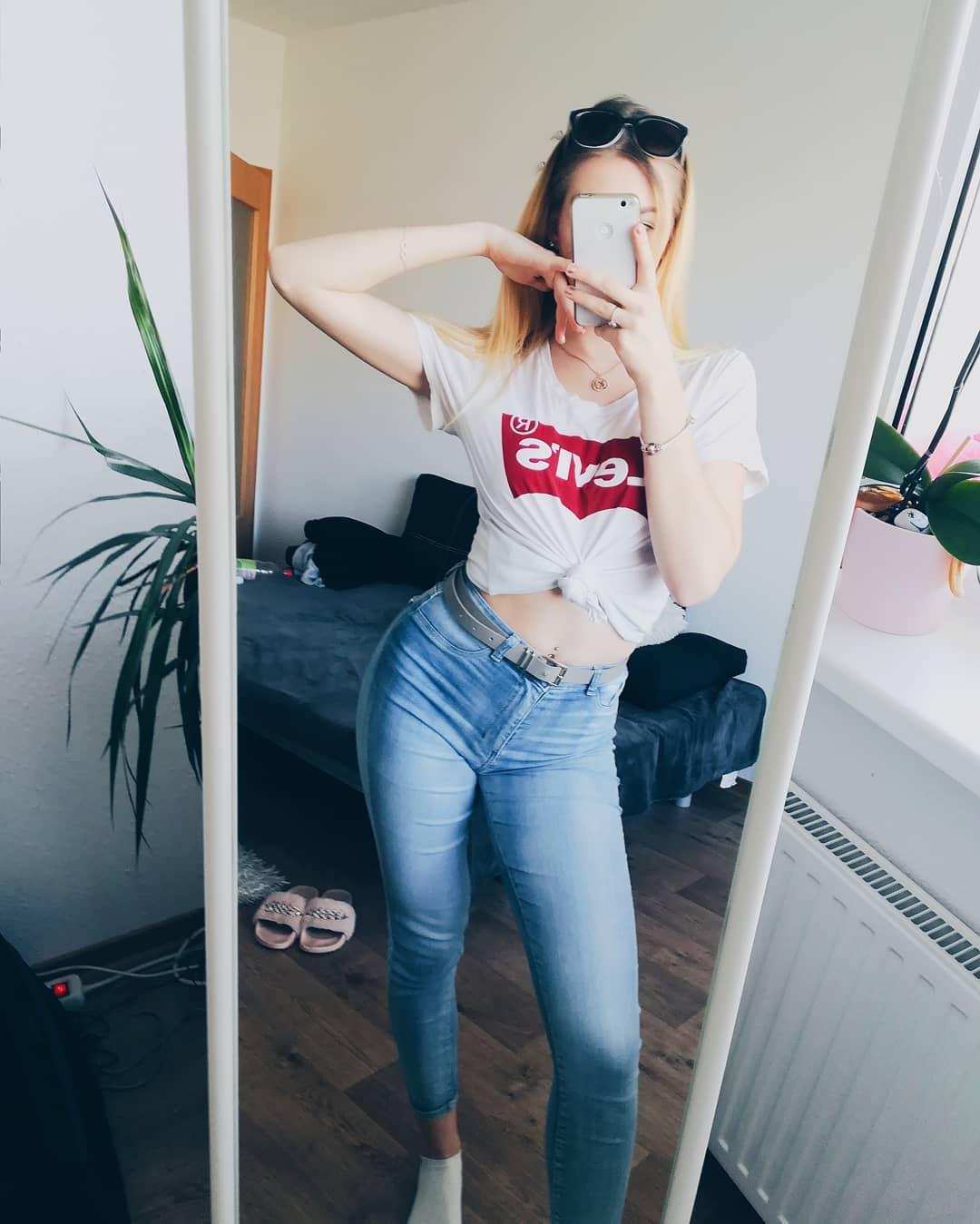 t-shirt levis blanc de Les Bourgeoises sur nadinezzle