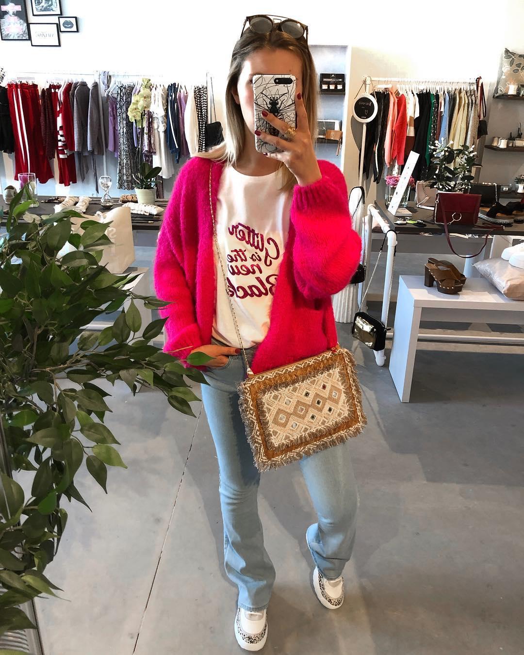 bernadette rose fluo de Les Bourgeoises sur joyetpaillettes