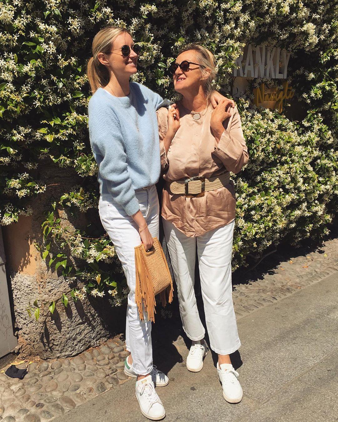 light blue short sweater de Les Bourgeoises sur stejuliette