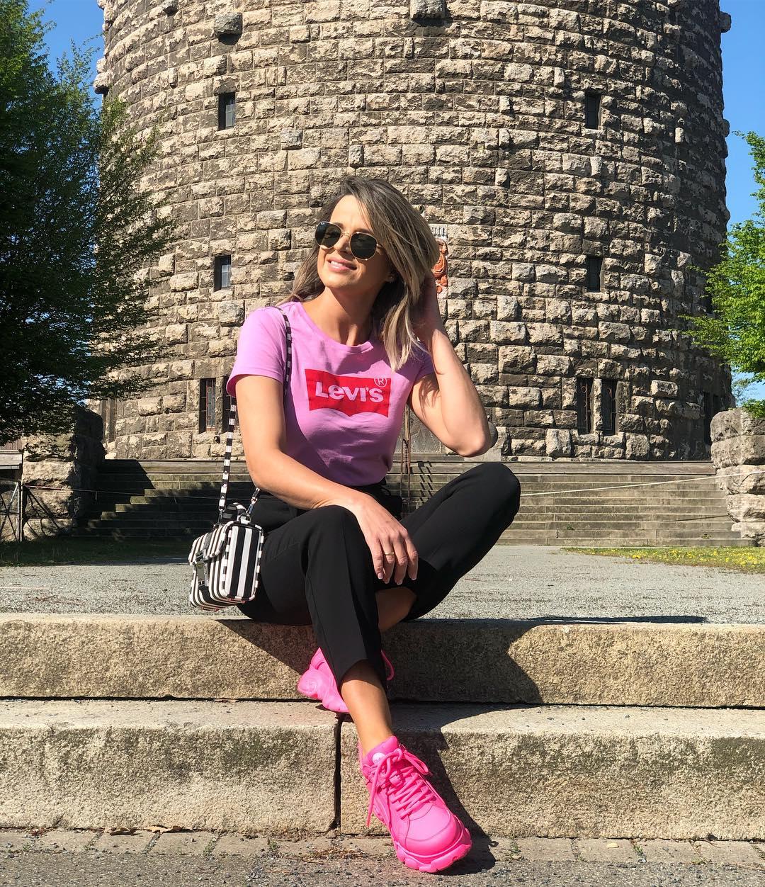 pink/velour levis t-shirt de Les Bourgeoises sur heit_style