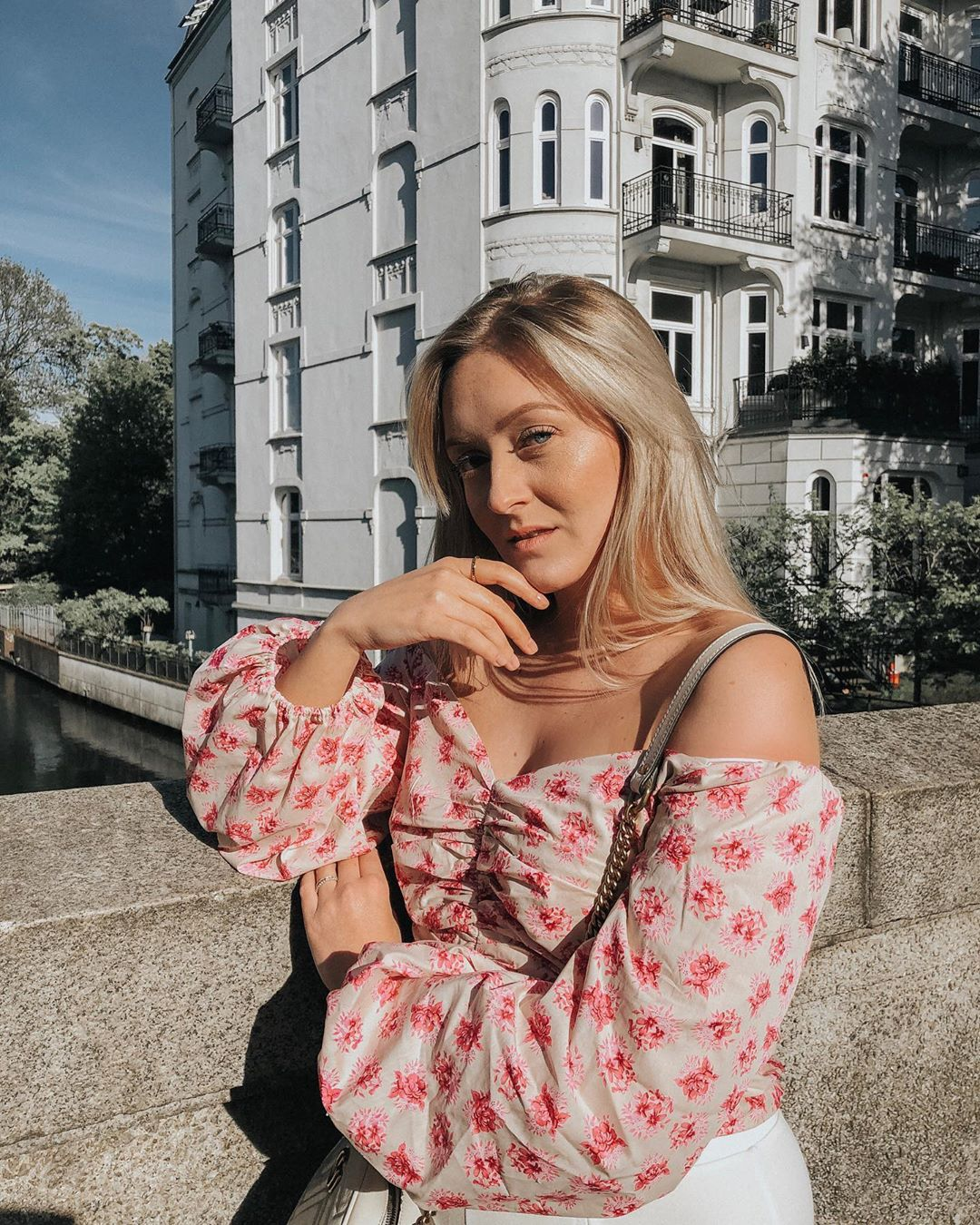 printed drape top de Zara sur finjasophiie sur SCANDALOOK