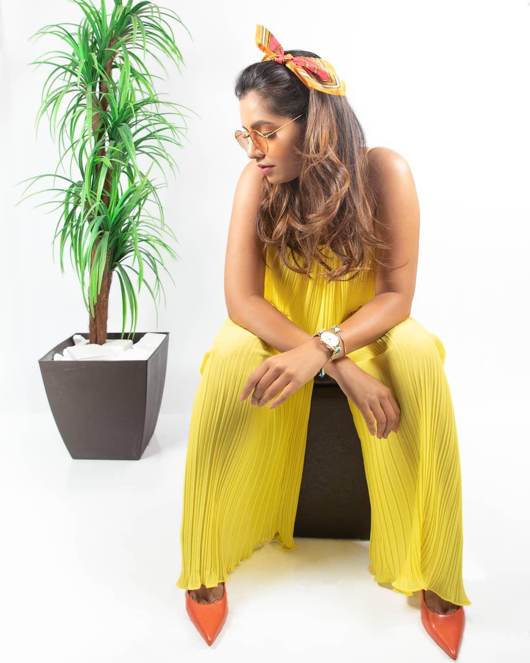 high neck backless pleated jumpsuit de Zara sur poojanaik__