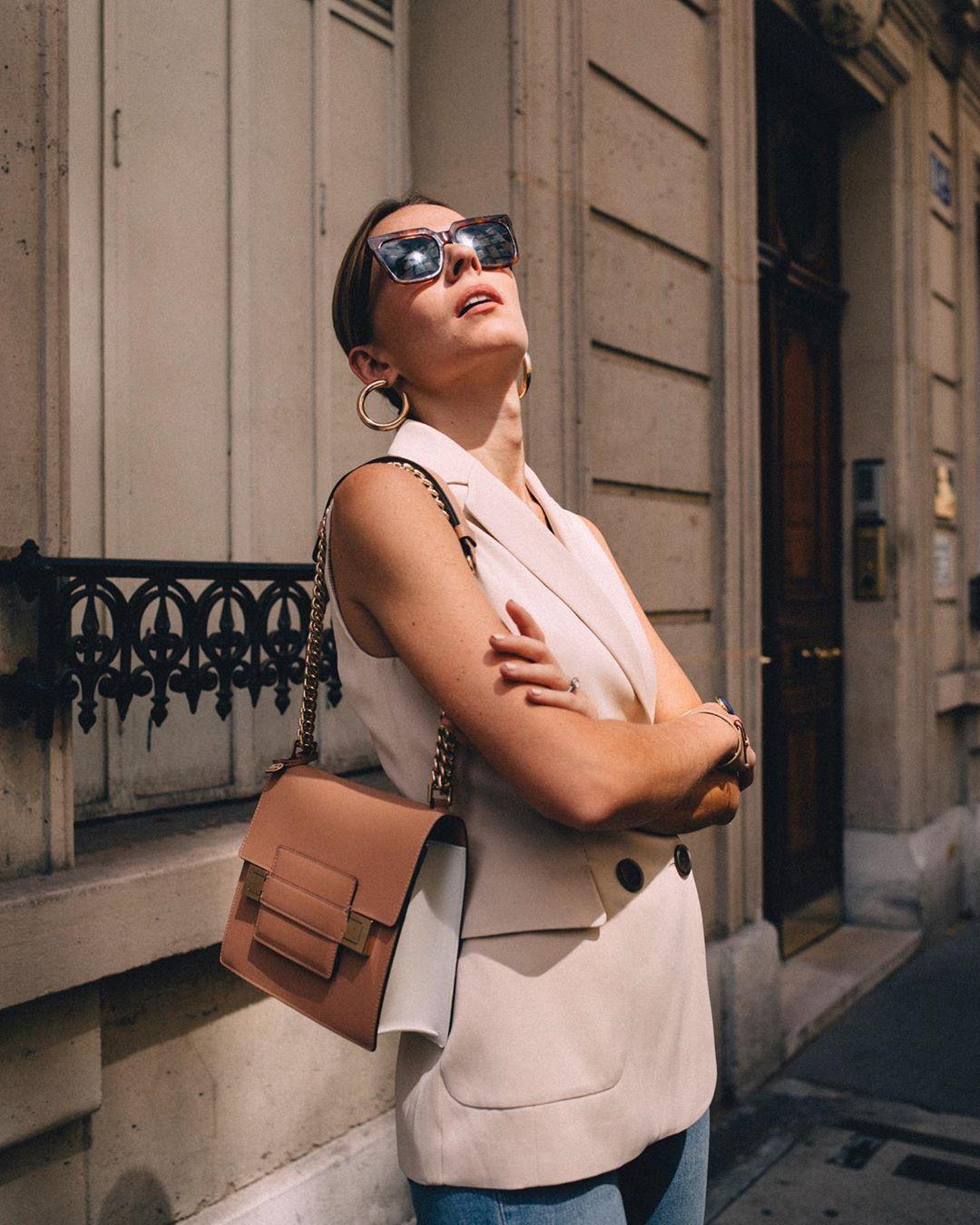 veste croisée sans manches finition satinée de Massimo Dutti sur manondurst