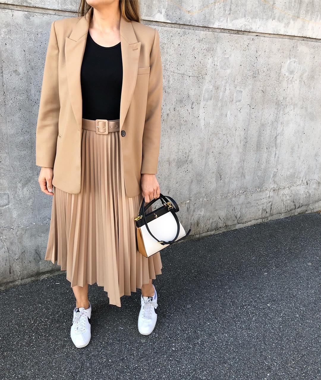 jupe plissée avec ceinture de Zara sur llunabe