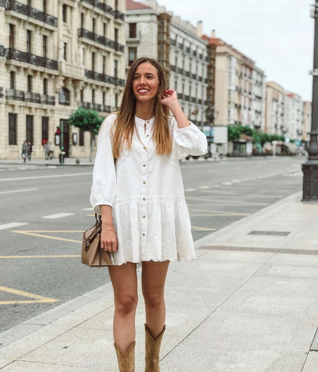 robe en dentelle à broderies de Zara sur zara.outfits