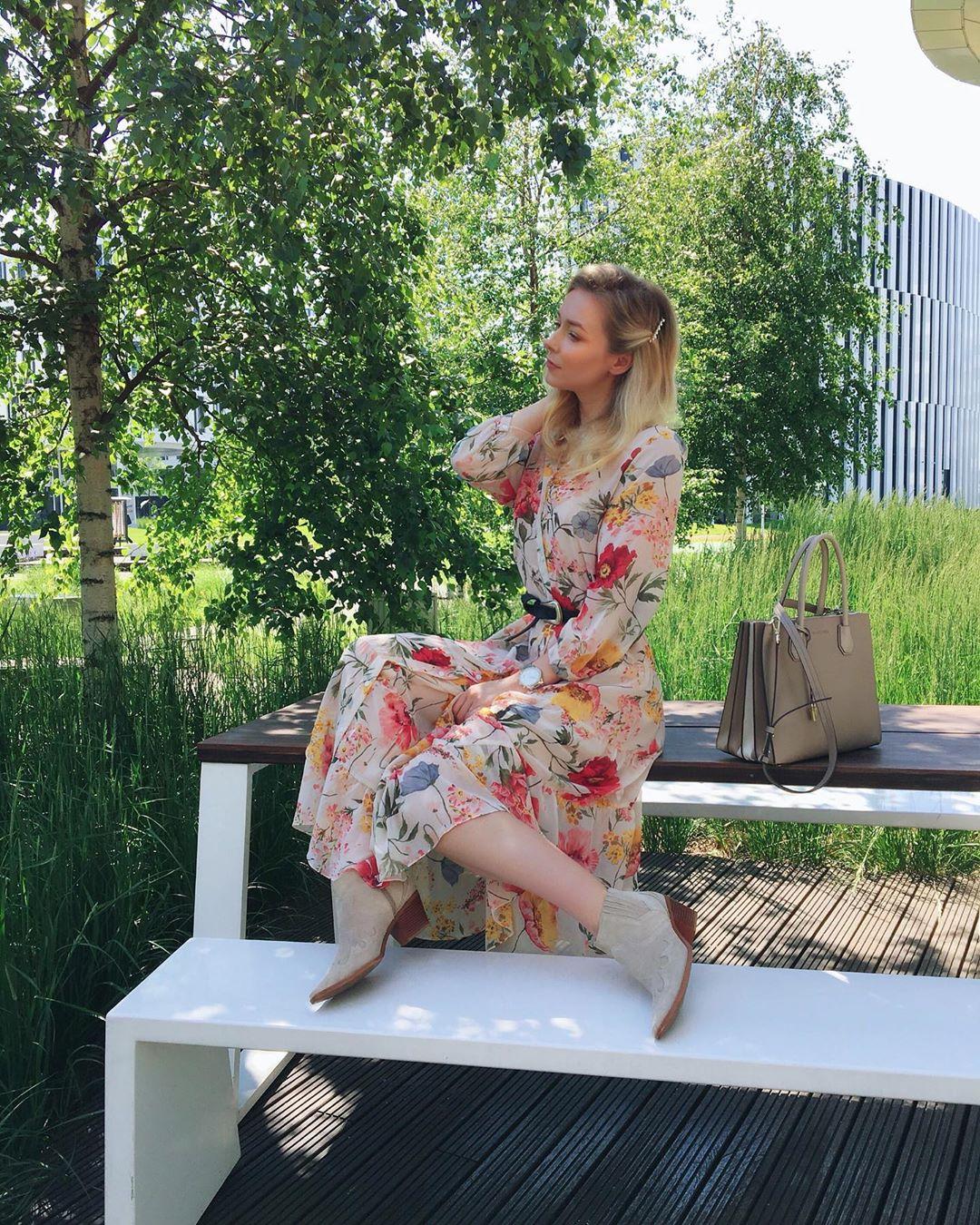 dress with floral print de Zara sur the_makeup_fashionist