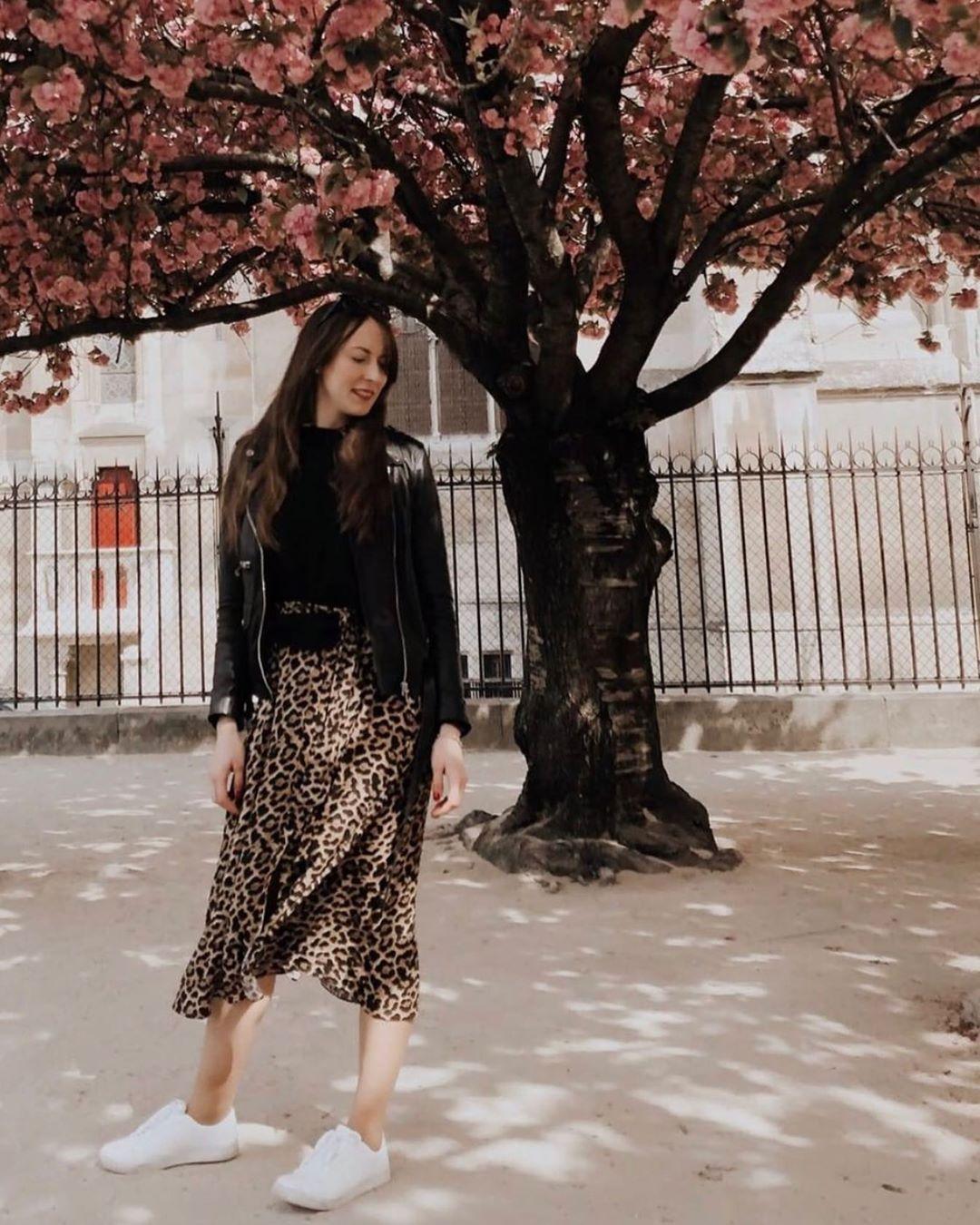 jupe satinée et imprimée de Zara sur zara_streets