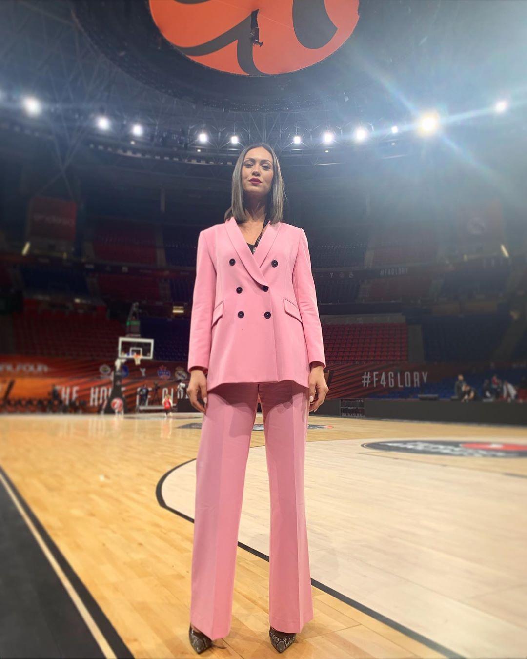 veste à boutonnage croisé de Zara sur dora_panteli_