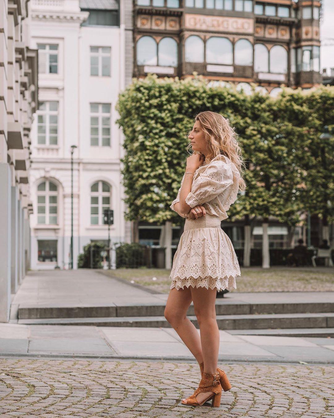 jupe à broderies perforées de Zara sur adelaiidee