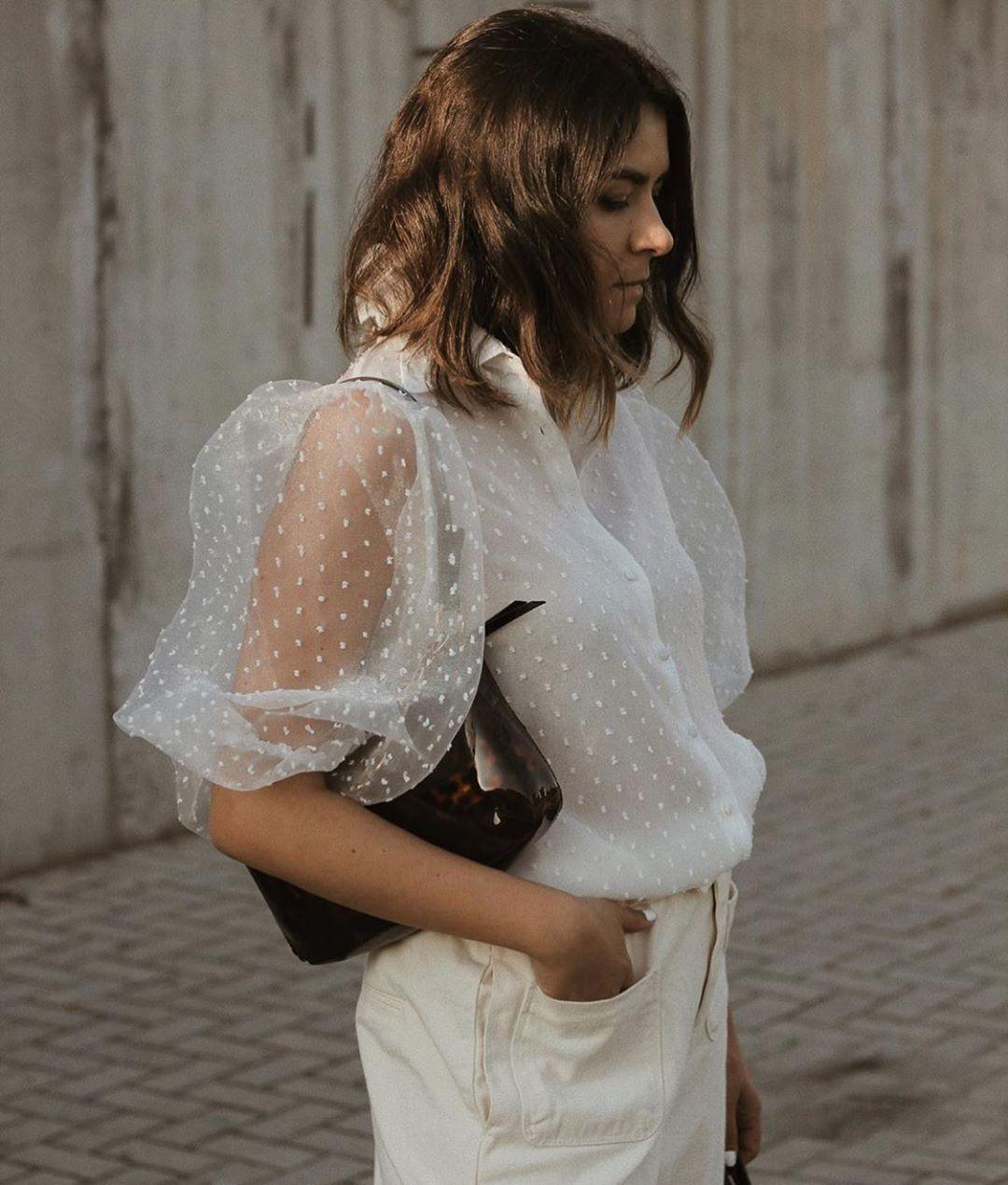blouse semi-transparente en plumetis de Zara sur zara.outfits