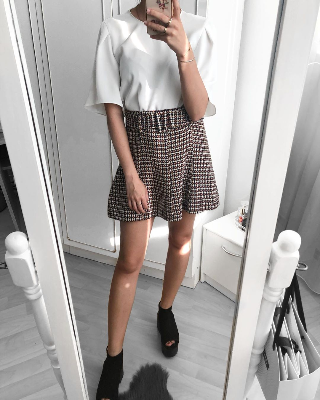 tweed mini skirt with belt de Zara sur glitterysecret