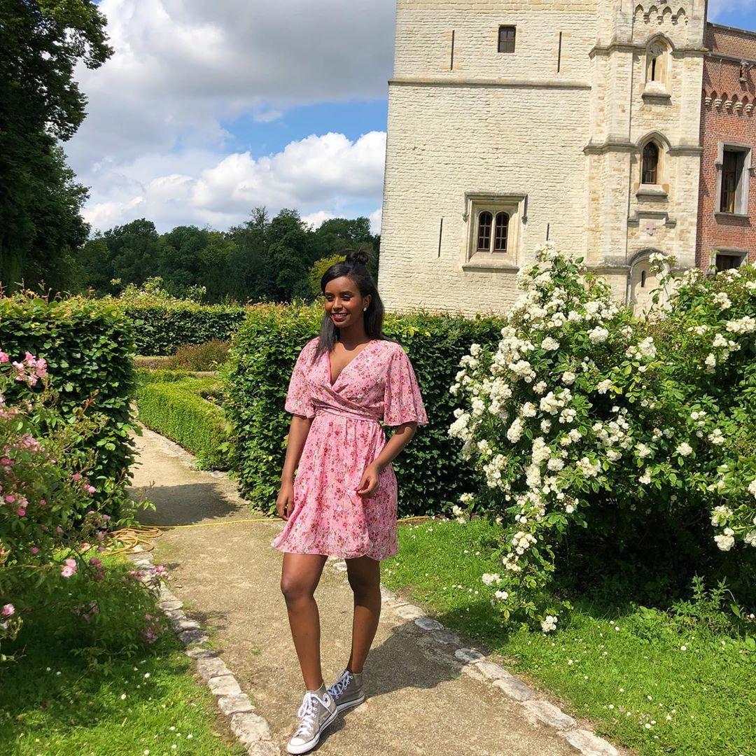 robe rose fleuries de Les Bourgeoises sur lesbourgeoisesofficiel