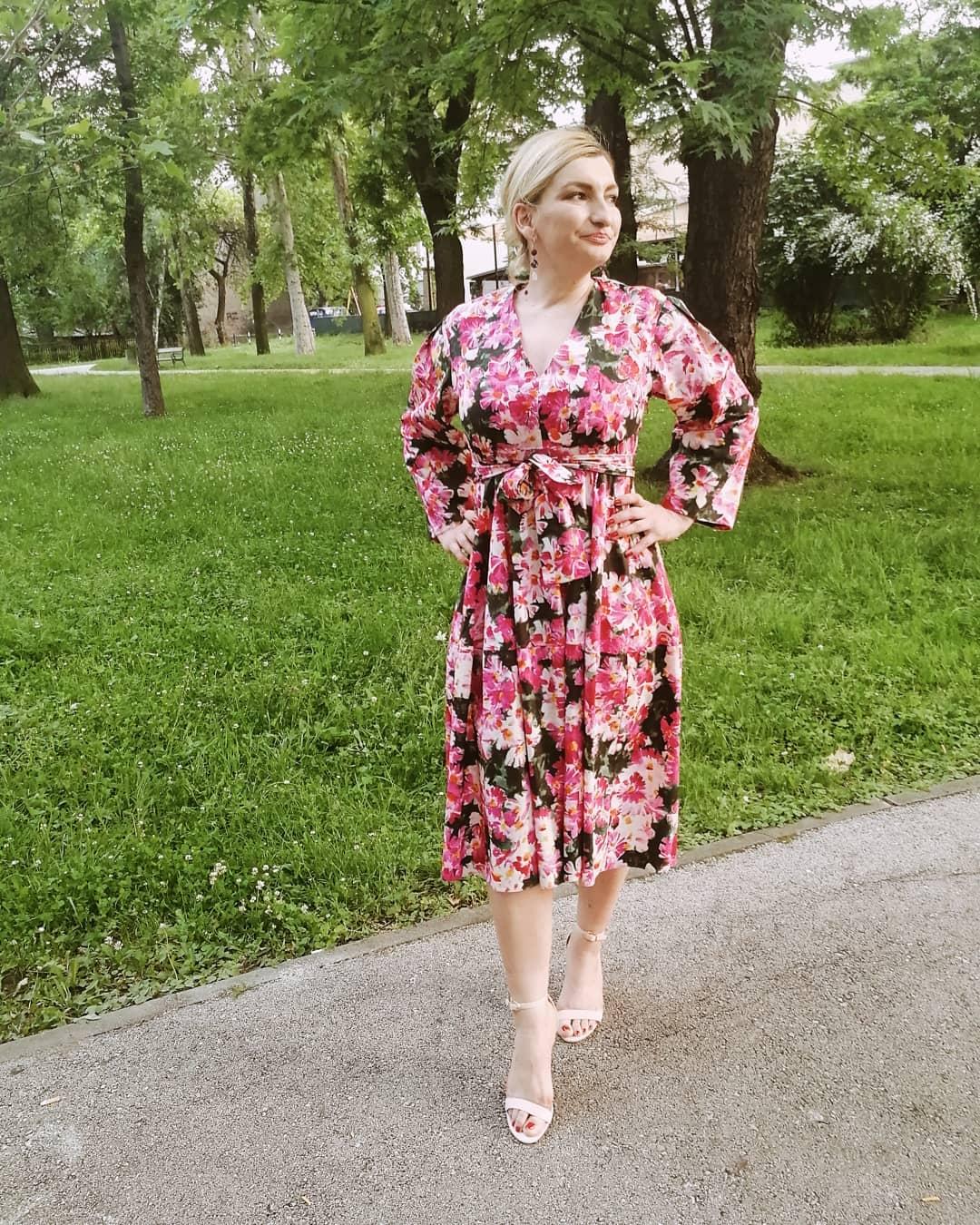 printed dress with belt de Zara sur aida_n_s sur SCANDALOOK