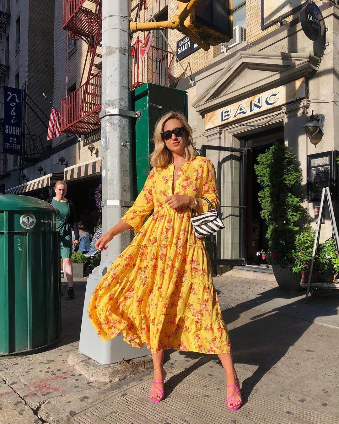 dress with floral print de Zara sur thefashionablybroke