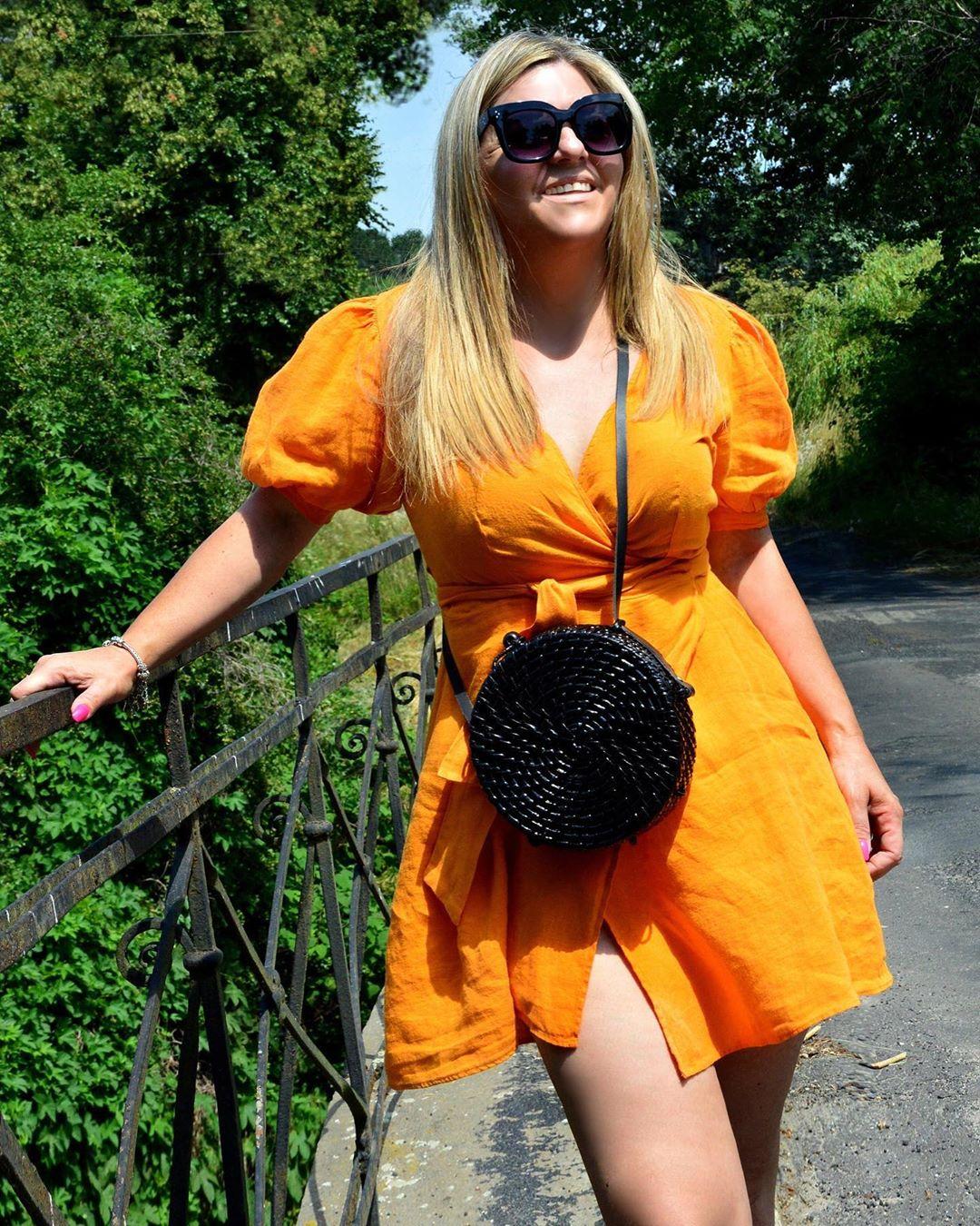 crossover linen dress de Zara sur bejanaa