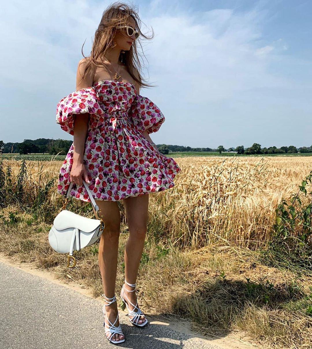 printed dress with belt de Zara sur virginia_konopka