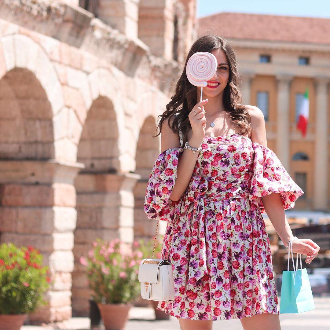 printed dress with belt de Zara sur la_petite_mademoiselle_