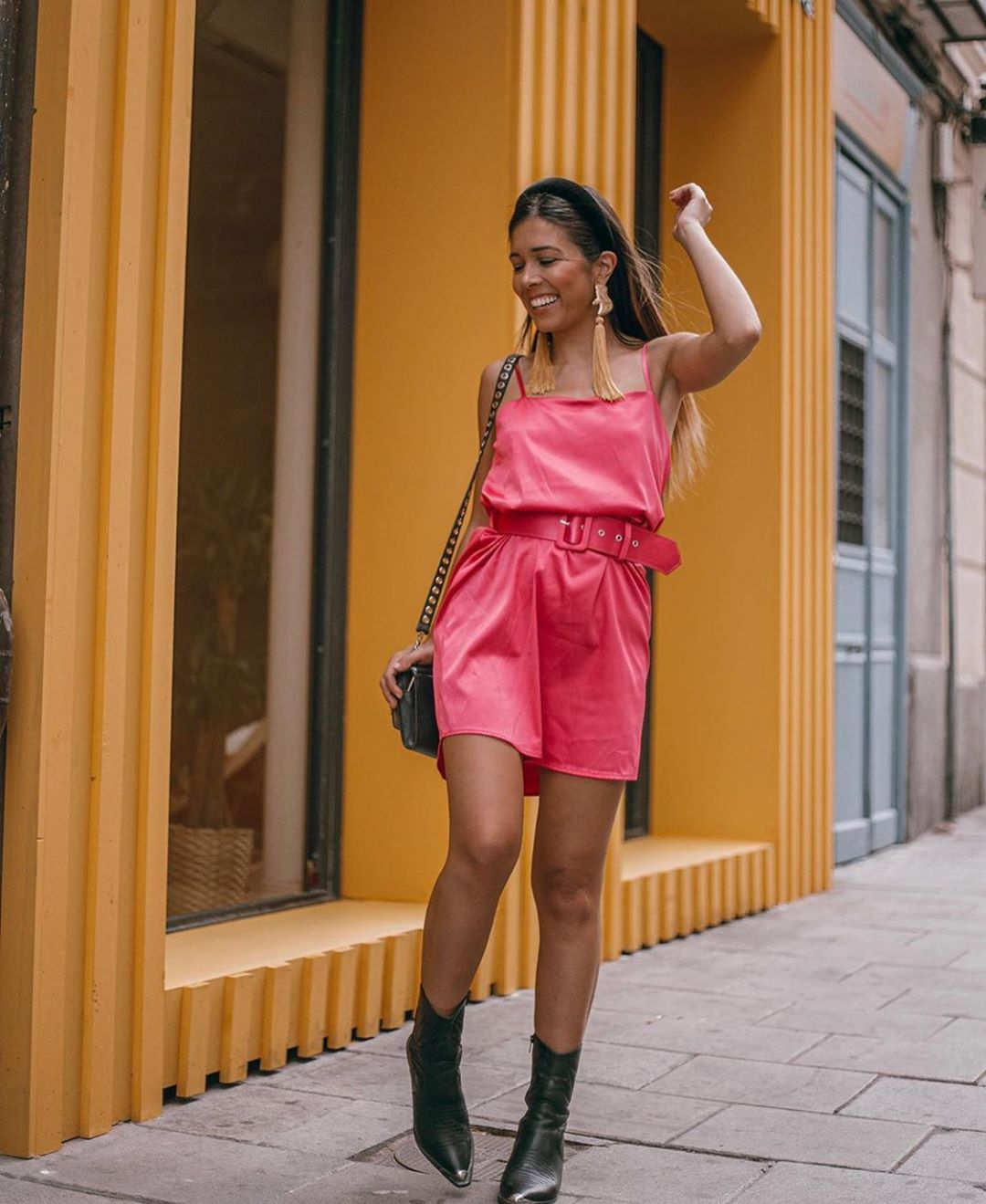 robe courte satinée de Zara sur zara.outfits