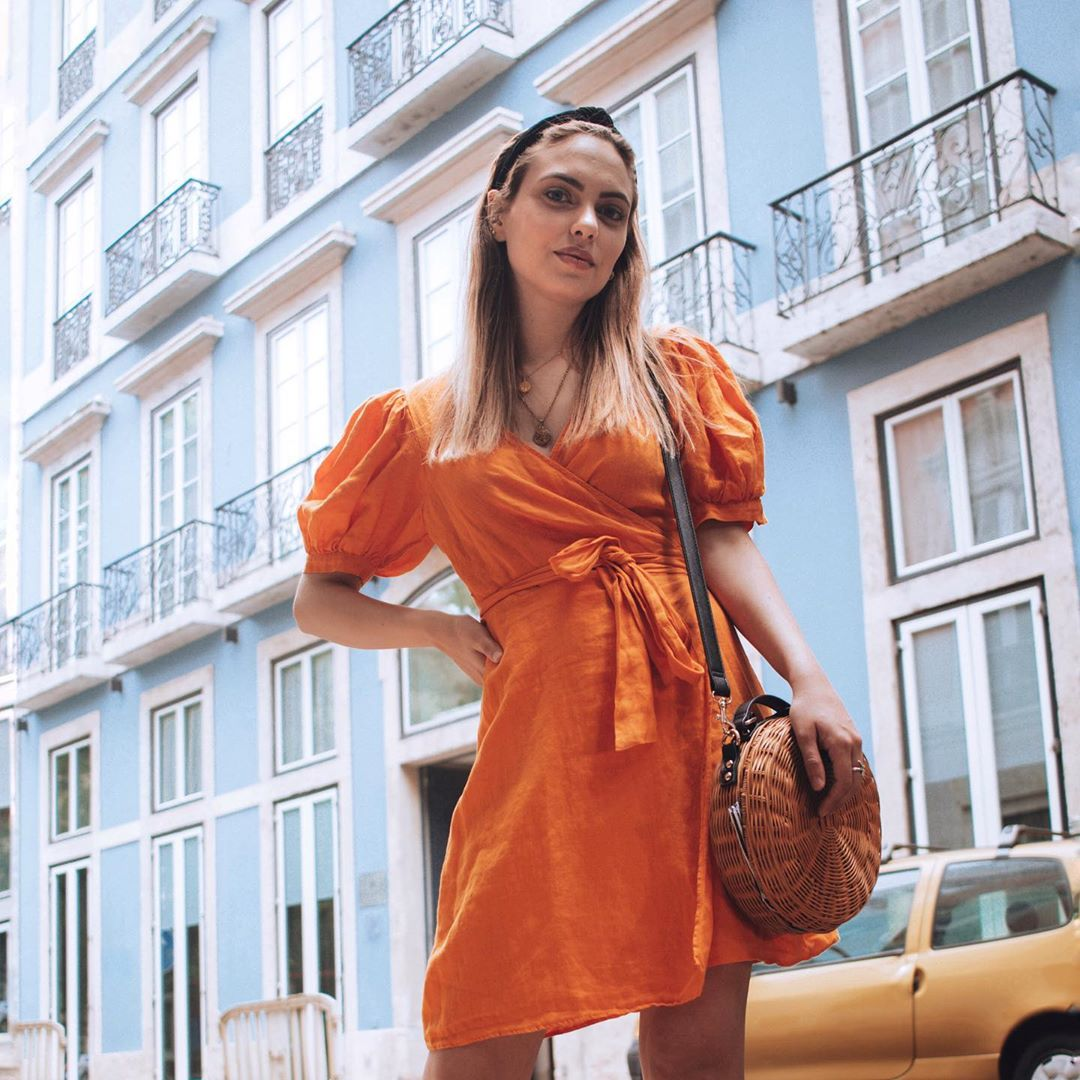 crossover linen dress de Zara sur marydeedslife