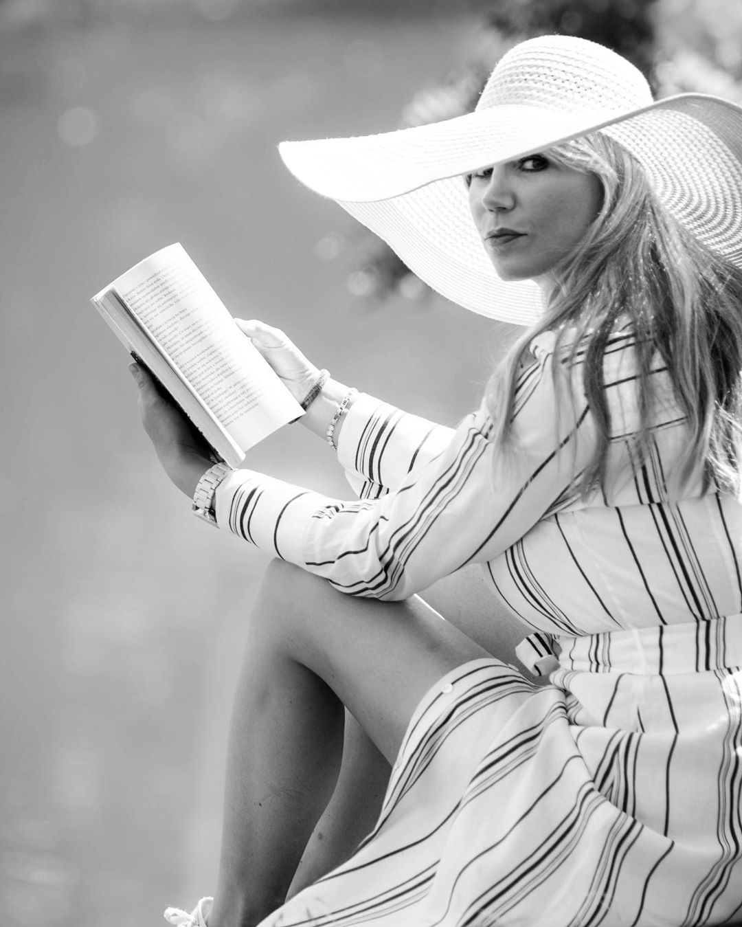 striped linen shirt dress with belt de Massimo Dutti sur truskawkowepole