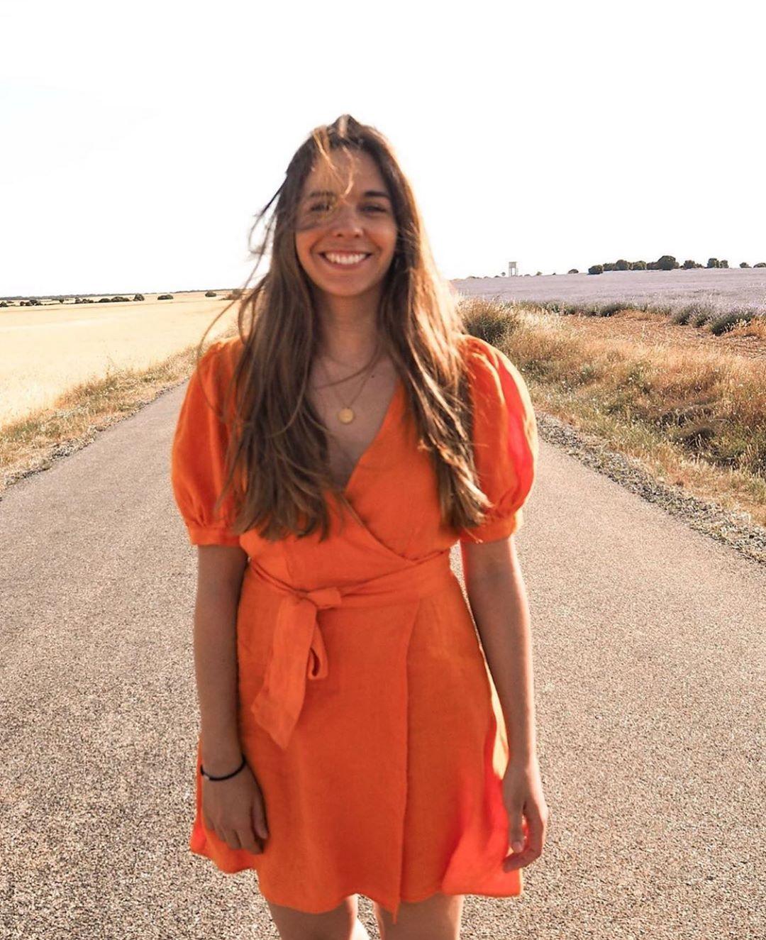 robe en lin croisée de Zara sur zara.outfits