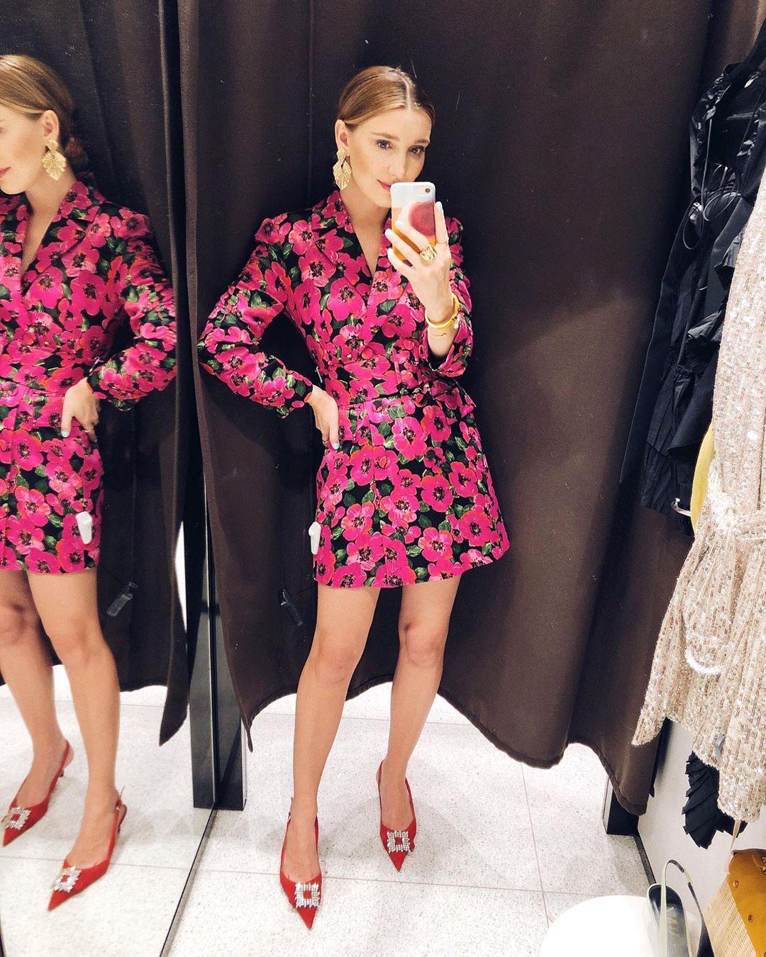 dress with print and ruching de Zara sur delfinashopping