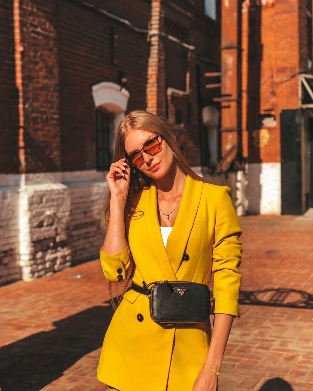 veste à boutonnage croisé de Zara sur zara_streets