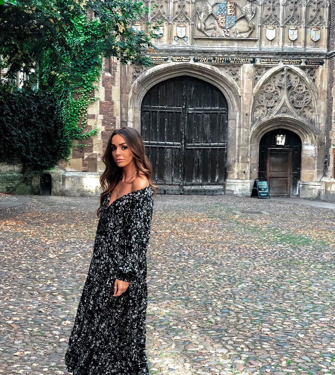 dress with floral print de Zara sur niiiisouza