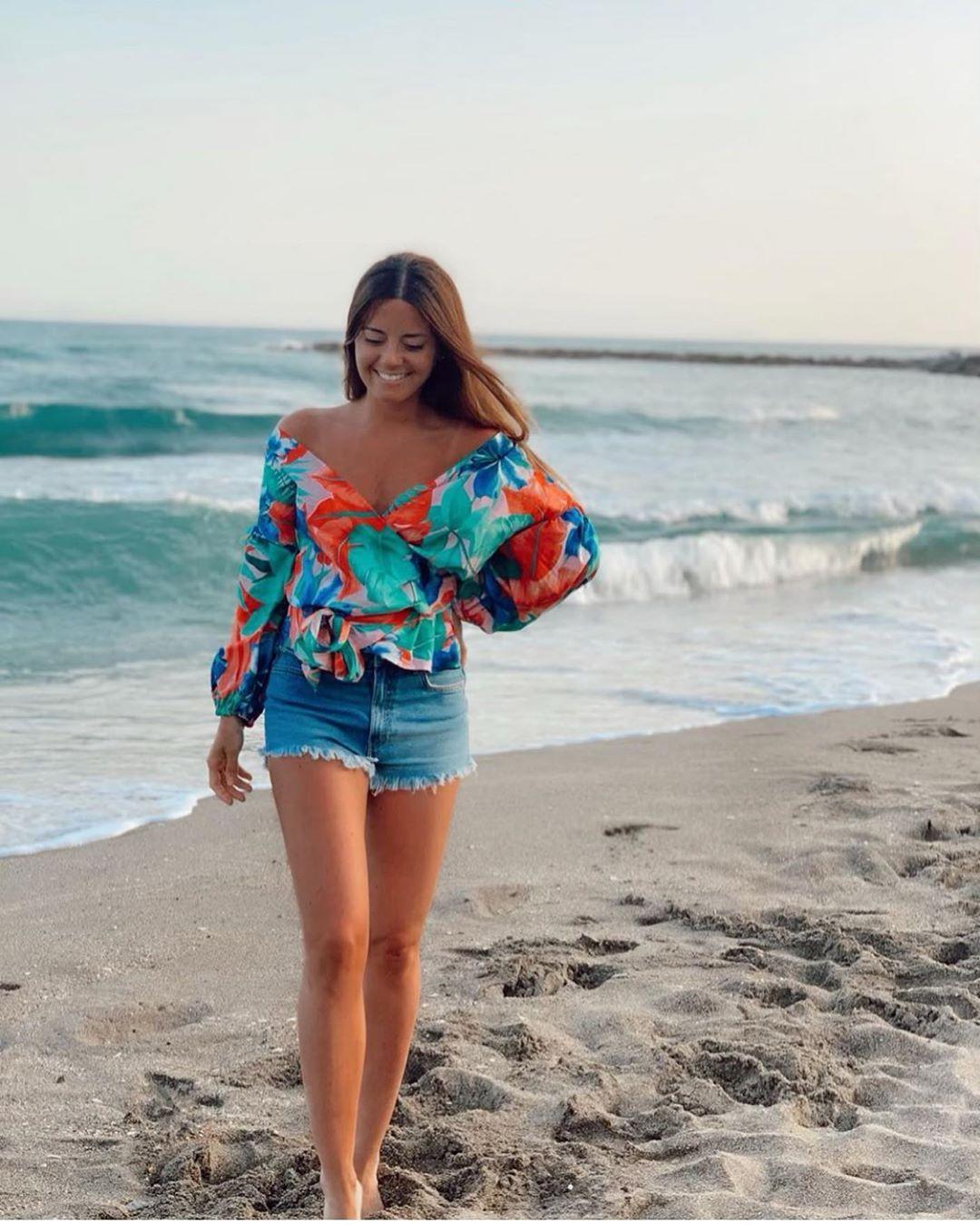 blouse à imprimé tropical de Zara sur zara.outfits