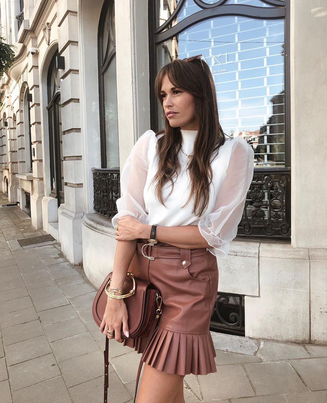mini-jupe en cuir synthétique plissée de Zara sur alisontoby