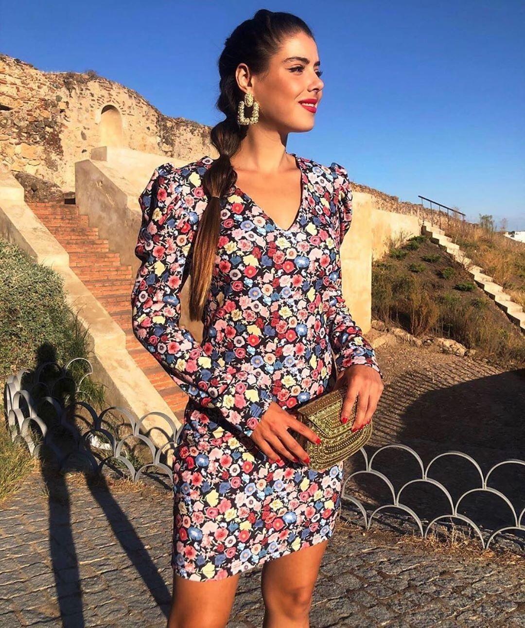 short dress with volume sleeve de Zara sur zaraaddiction