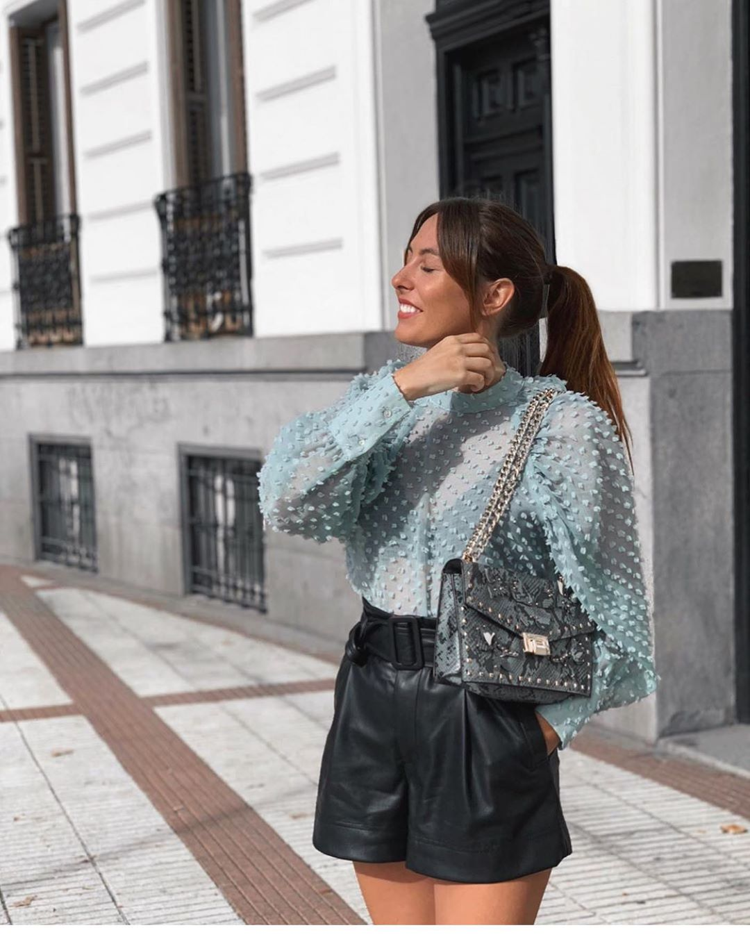 blouse semi-transparente structurée de Zara sur zara.outfits