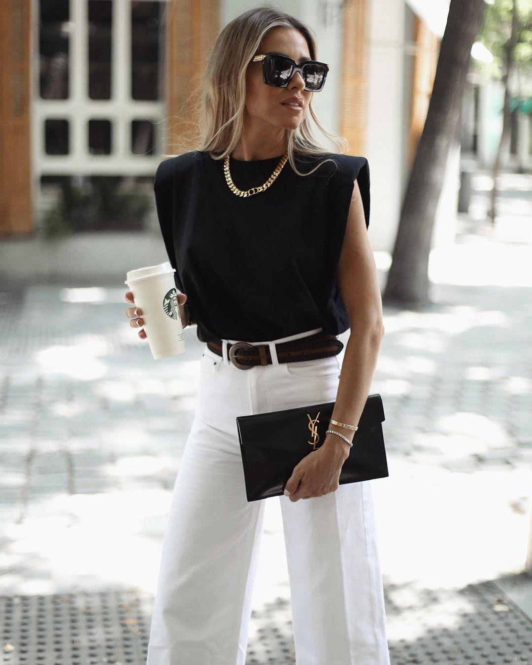t-shirt with shoulder pads de Zara sur martacarriedo