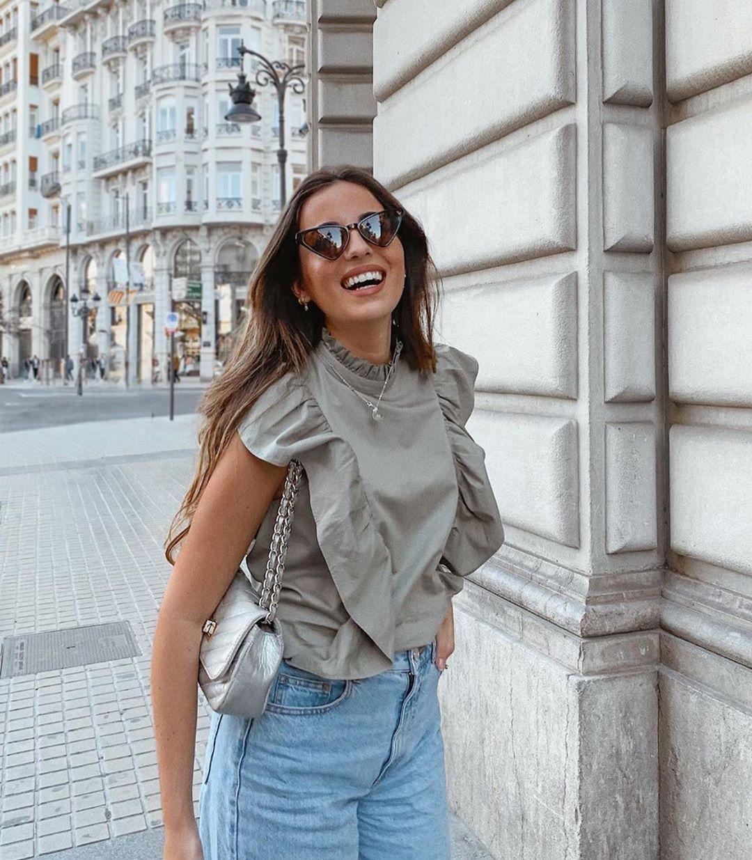 poplin blouse with ruffles de Zara sur zaraaddiction