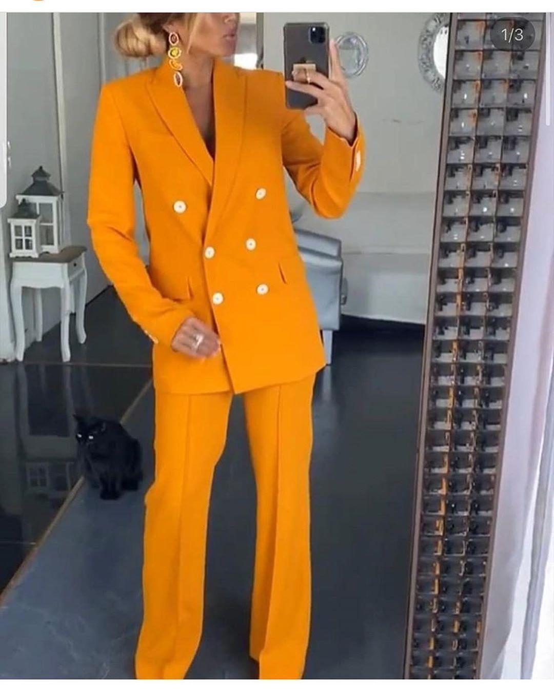 jacket with contrast button de Zara sur look_by_zara_hm