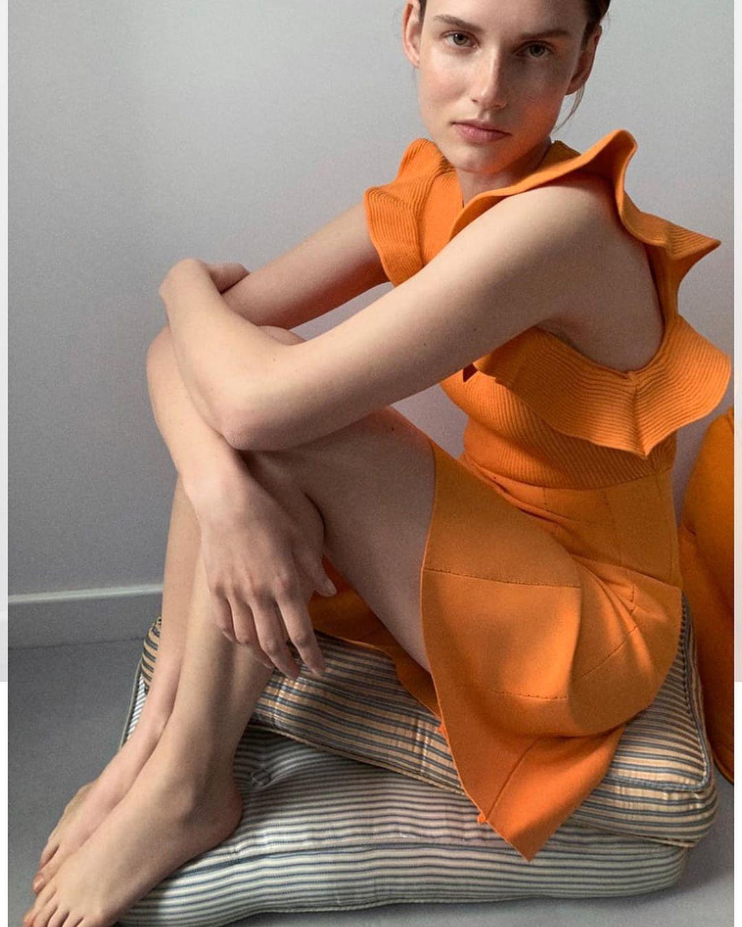 ruffled knit dress de Zara sur look_by_zara_hm